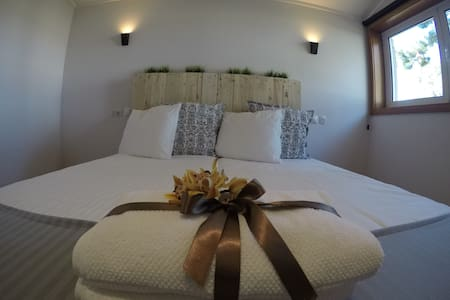 Double Room Deluxe at Golden Waves Surf Lodge - Ovar - Hostel