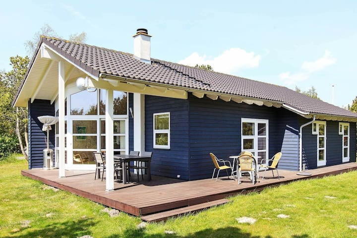 Comfortable Holiday Home in Rødby near Sea
