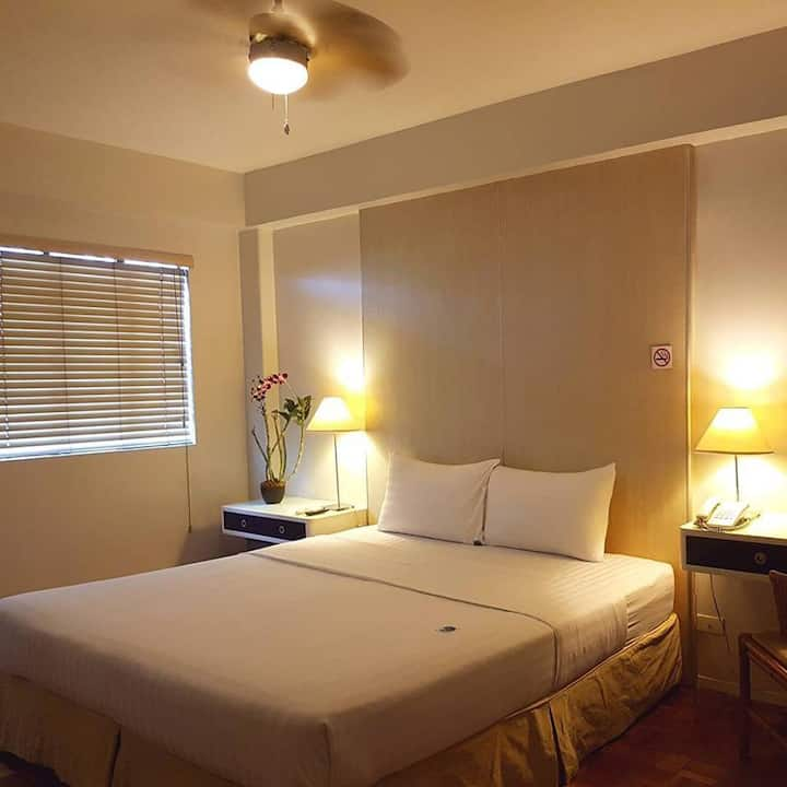 PRIVATE ROOM-Wifi+Great Location in Makati