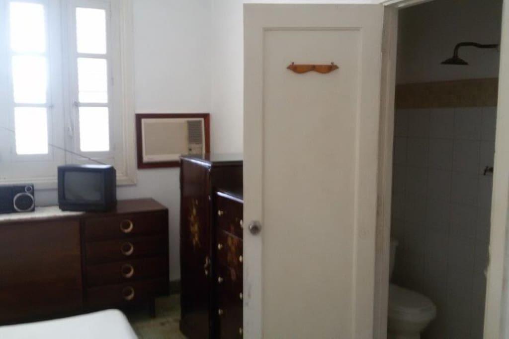 primera habitacion con todas las comodidades
