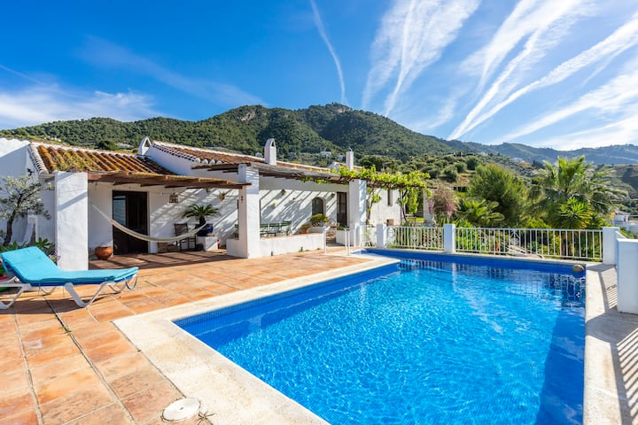 Private villa & pool, seaviews, wheelchairfriendly