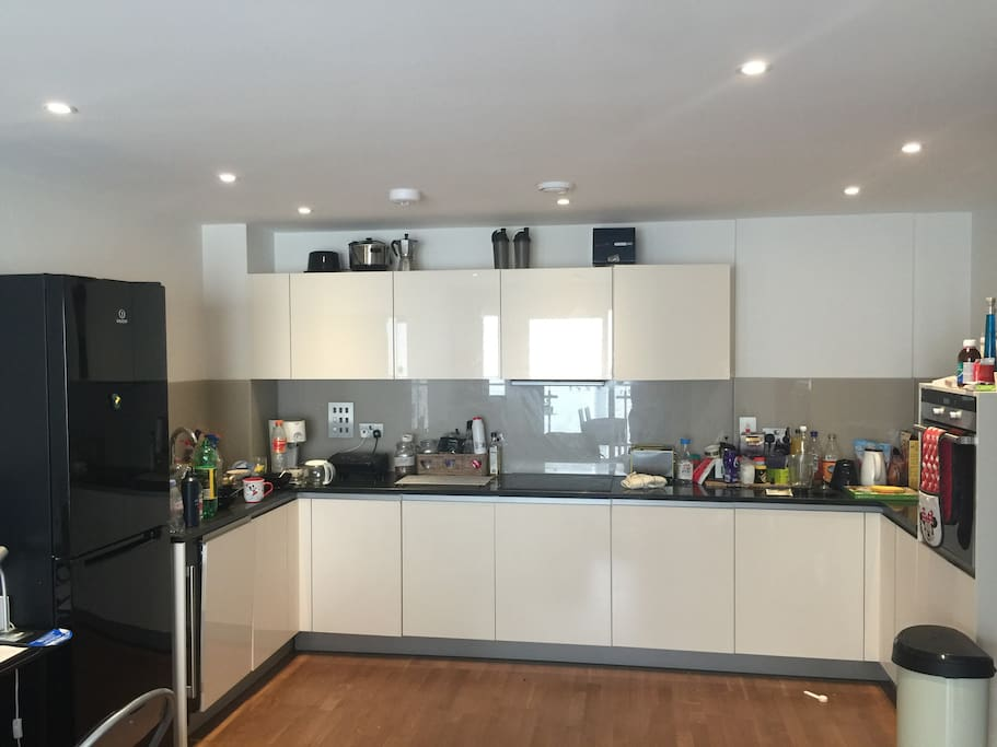 Big open plan modern kitchen with all your mod cons, dishwasher, blender etc