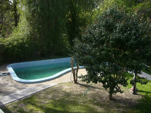 Peace & swimming pool. Gardening option.