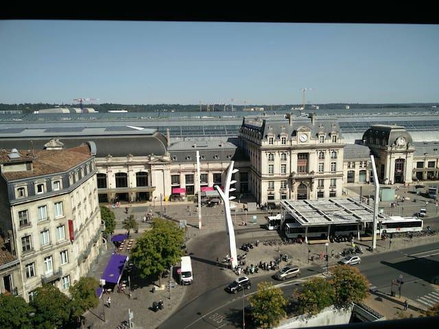 Vue sur Bordeaux, face à la Gare Saint Jean