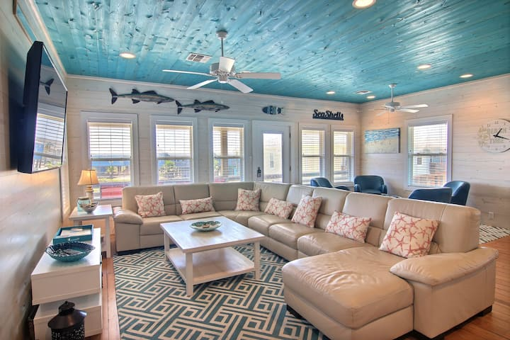 Brand New House Jumpin' Jellyfish! Close to Beach, Private Fishing Pond, Pool