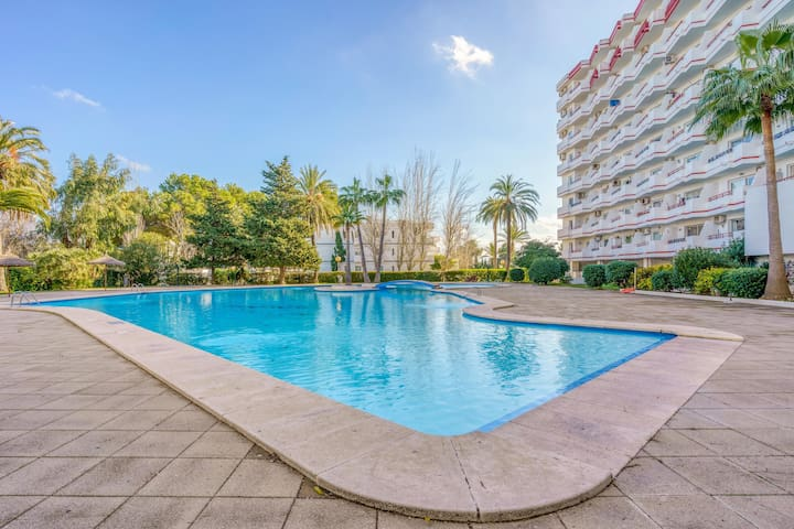 """Cosy Apartment """"Casa Gigliola"""" close to the Beach with Wi-Fi, Balcony, Terrace & Communal Pool; Parking Available, Pets Allowed"""