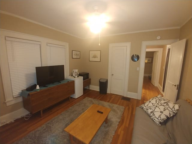 2 Room Private Entry, Walk to VaHi, Piedmont Park