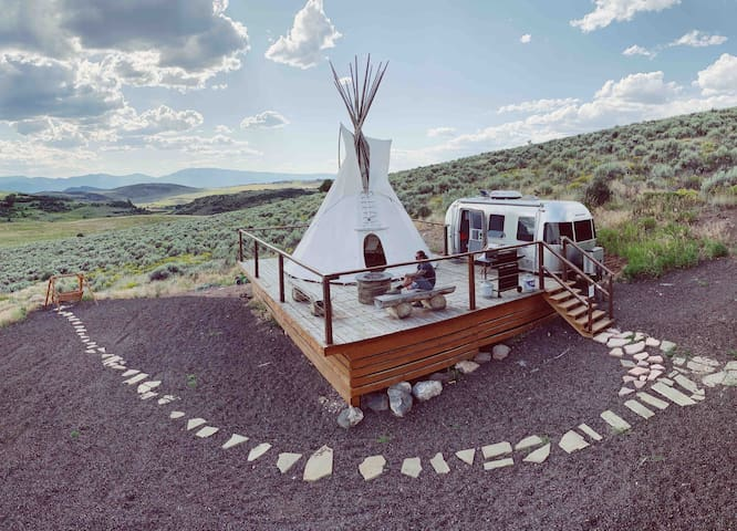 Airstream & Tipi nr Aspen at Ten Peaks Ranch