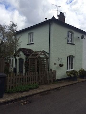 Beautiful semi-detached cottage. - West Sussex - Hus