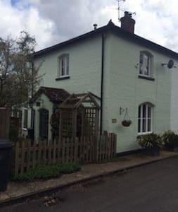 Beautiful semi-detached cottage. - West Sussex