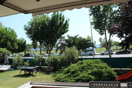 BAGDAT STREET, SEA FRONT, 180 m2 LUXURY FLAT - Kadıköy - Huoneisto