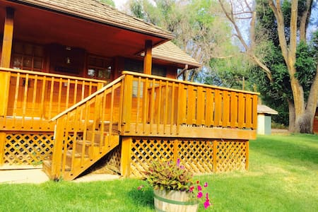 JB Weldon #B - Cozy, Quiet Ranch Cabin near River - Loveland