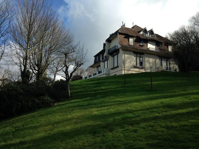 APPART VUE MER terrasse sublime manoir /  4 pers - Trouville-sur-Mer - Apartment