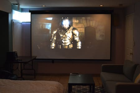 BIG Private Room That Turns into a Movie Theater! - Staten Island - Casa a schiera