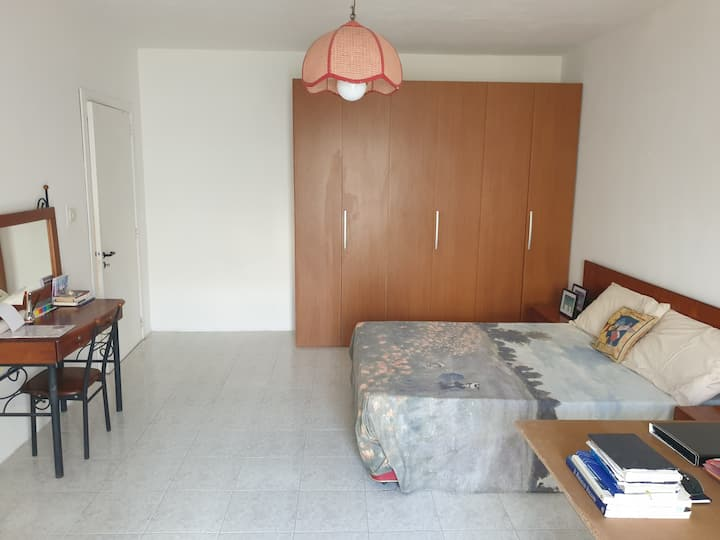 Sunshine Flat - Bright Double BR Close 2 the Beach