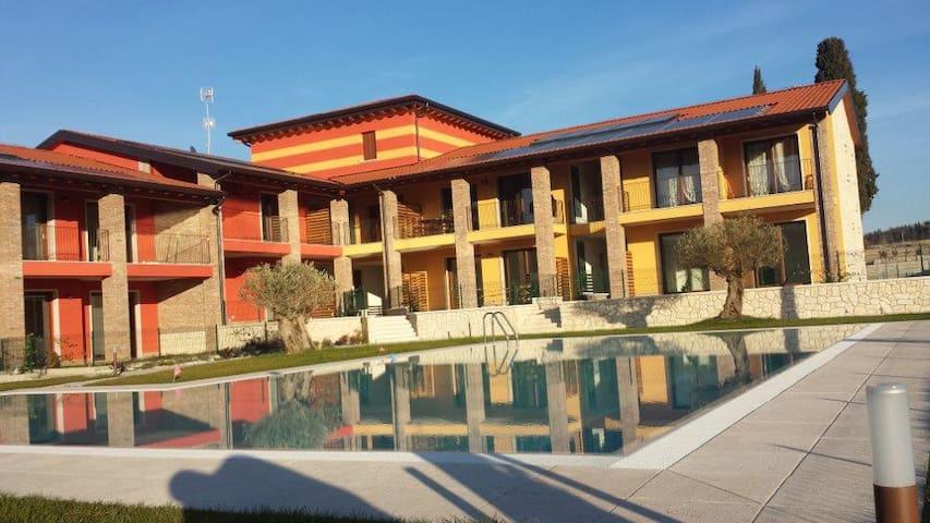 Appartamento in residence con piscina - Cola' di lazise  - อพาร์ทเมนท์