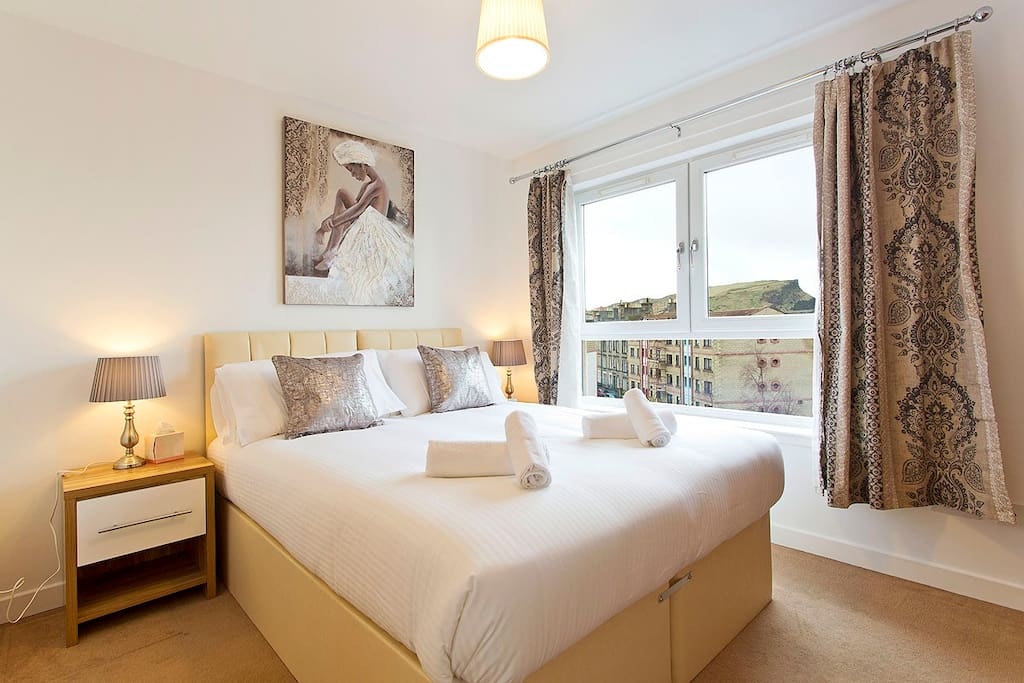 Master bedroom with ensuite and 1 king size bed or 2 single beds