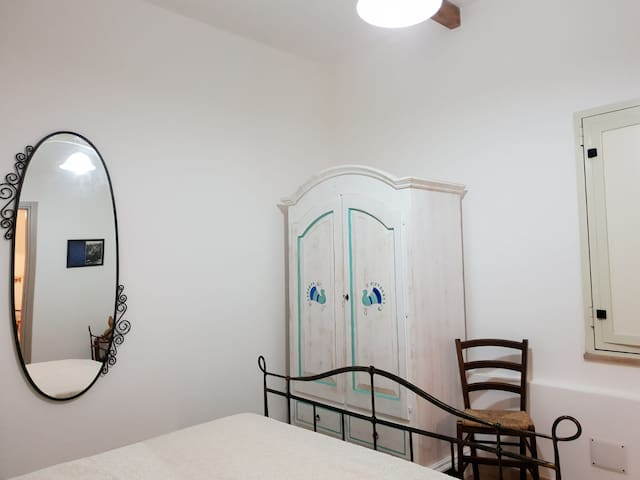 Stanza Grace stile sardo Oristano centro P3037