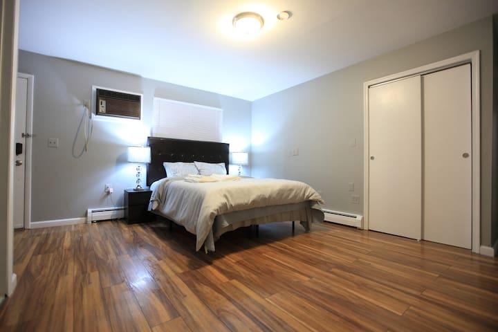 Master bedroom (lower floor)