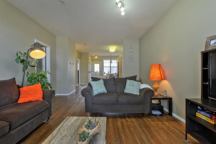 Beautiful 2Bed Condo DT,River Valley,Historic Area