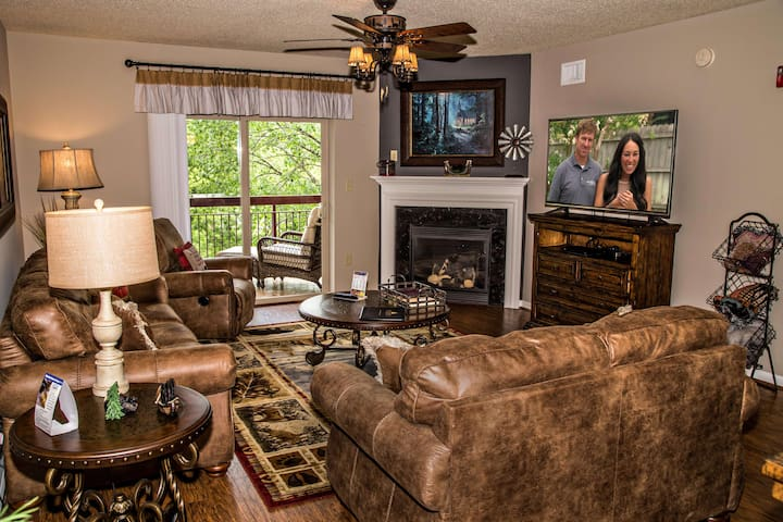 Upscale Luxury • Free Dollywood and Show Tickets • Riverside in Downtown