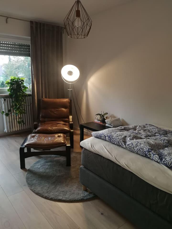 Kuscheliges Zimmer mit Balkon und Garten