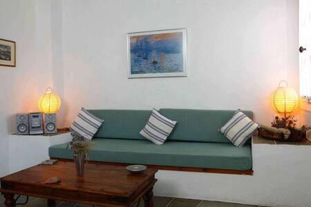 Lighthouse Apartments - Petunia - Faros