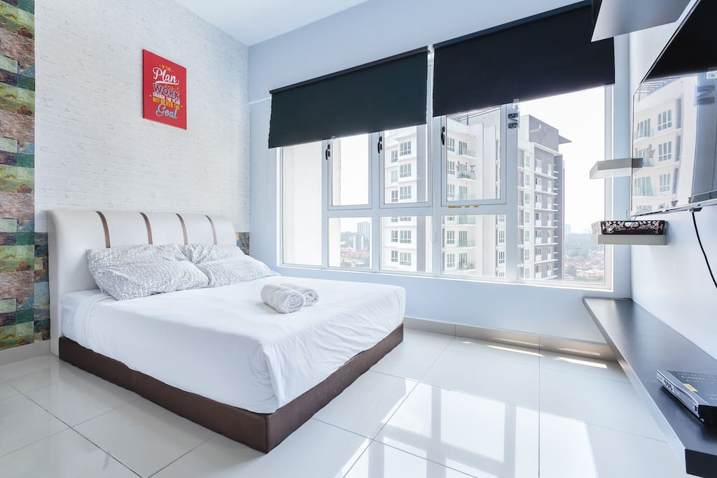1st Queen Bed@Studio Bedroom- Ultra soft mattress, good sleep guarantee.