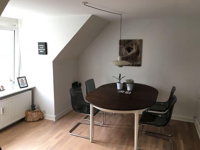 Charmerende 2er centralt i Aalborg - Aalborg - Apartment