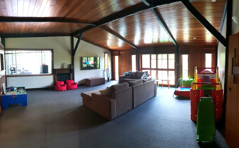 Huge Living room! Includes heaps of Toys to keep Children entertained for hours.