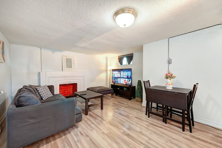 Spacious Central Apt 10mins to Downtown! Free Prk!