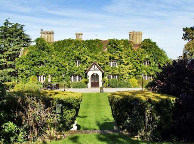 Boys Hall, Jacobean Manor, sleeps 10-20 people