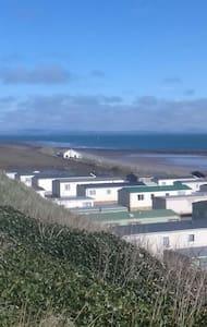 Cosy sea view caravan