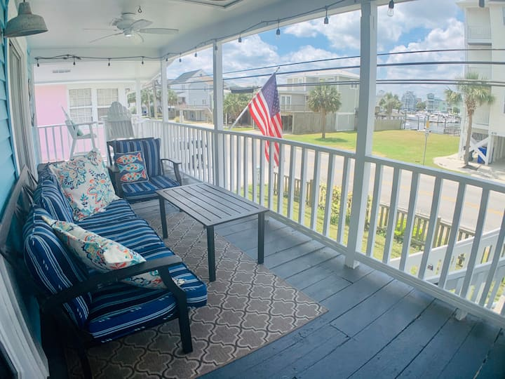 100 yards to beach & canal views! Linens included.