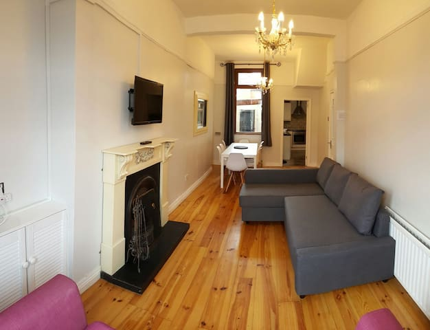 Large city house with 100mb WiFi! - Belfast - Casa