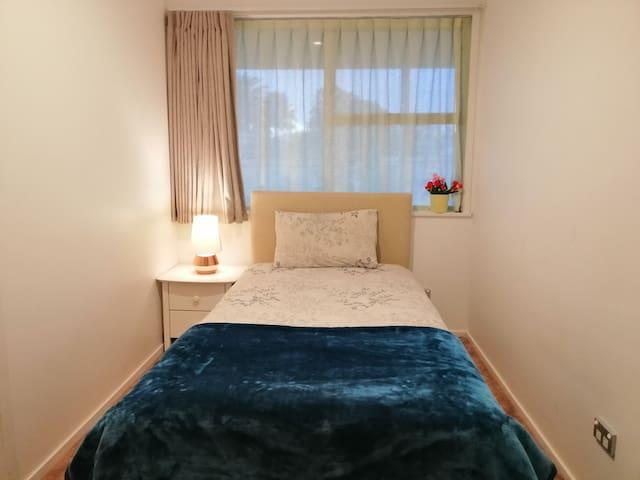bedroom 3:1 king single  bed          单人房 3
