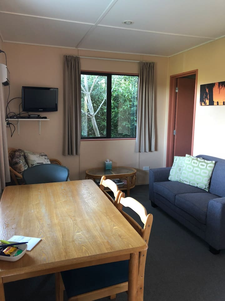 Quiet unit close to Manfeild in Friendly Feilding!