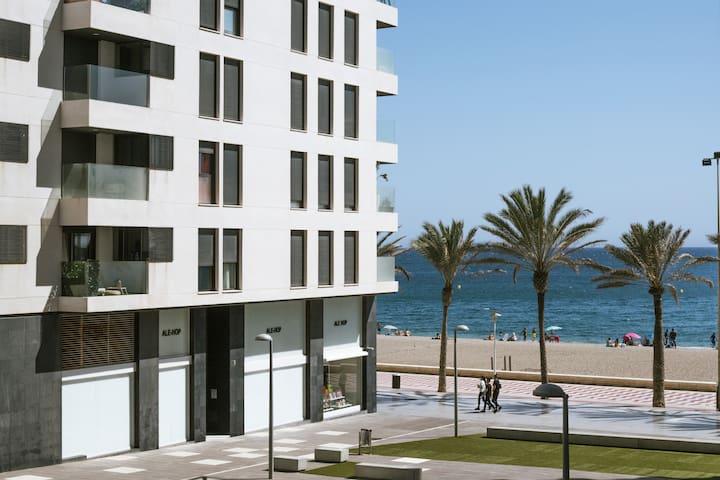 Piso en 1° linea de Playa, 70m de terraza y garaje