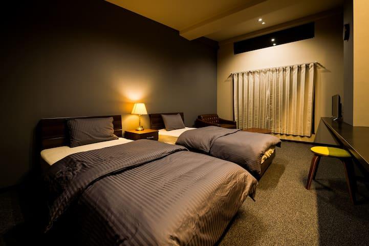 #203:ホテル仕様のお部屋でリラックスできる空間。大型商業施設「イオンモールRYCOM」近く