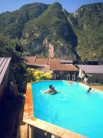 Maison La Montagne, 3 chambres, 8-10 personnes - Ornolac-Ussat-les-Bains - House