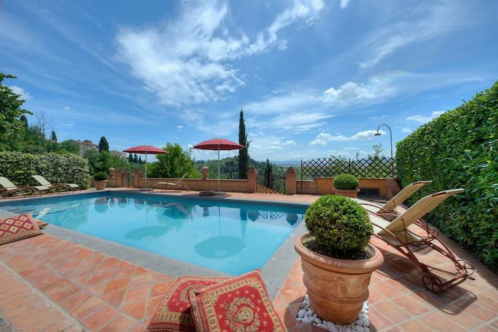 Luxury villa with breathtaking view,pool and airco