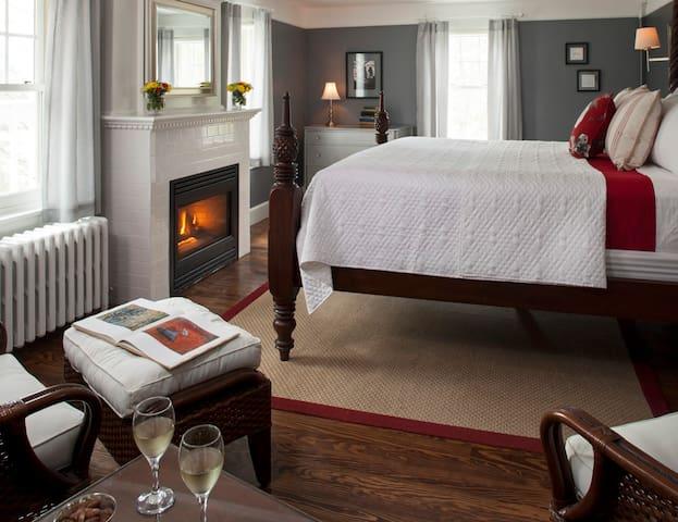 Monhegan Island Room - Newcastle Inn