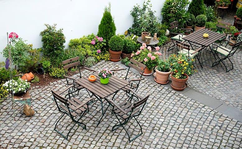 Ferienhaus auf zwei Etagen mit Garten + Grill