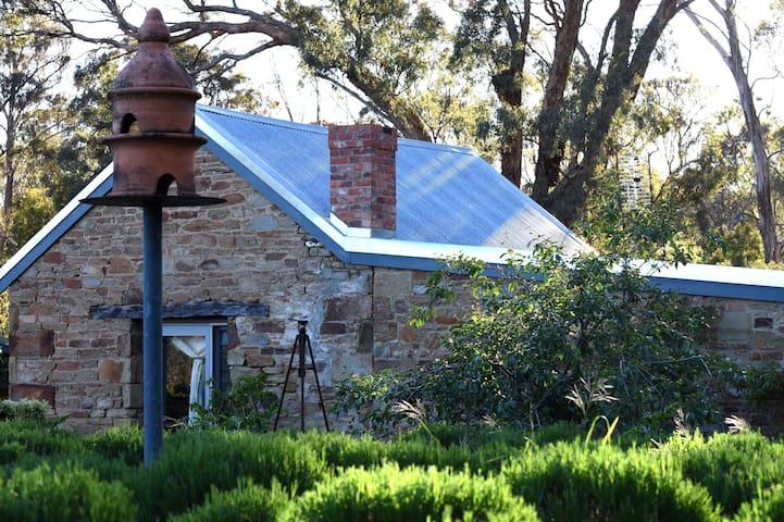 STONE EDGE - North Cottage