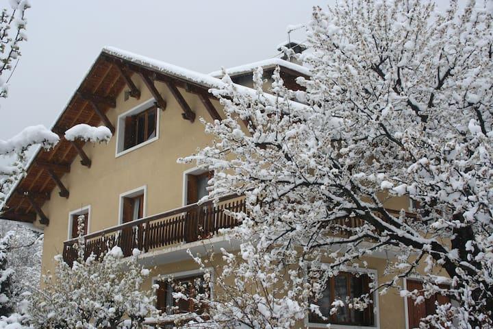 Chalet des remparts, jardin, Sauna (16 pers 240m2) - Briançon - Chalet