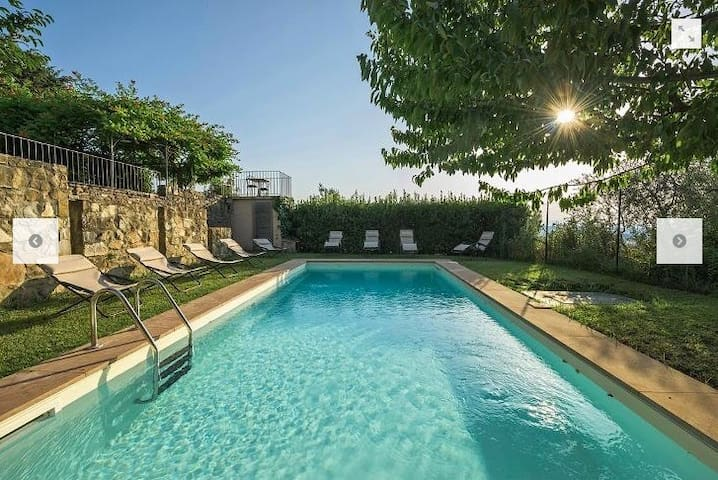 Lux 6BR hilltop villa w/pool overlooking Florence