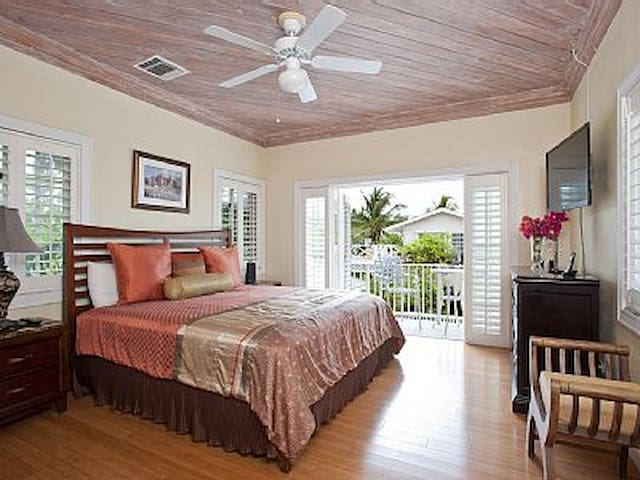 Guest bedroom over looking the pool