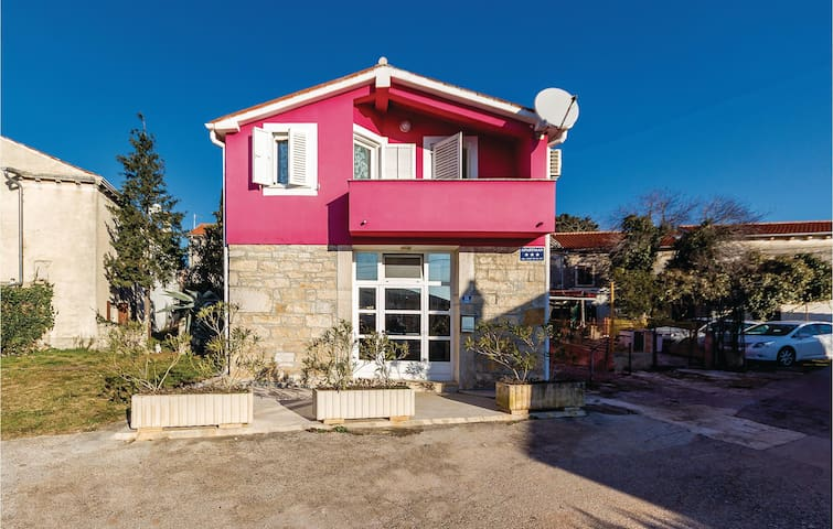 Holiday cottage with 4 bedrooms on 184 m² in Pavicini