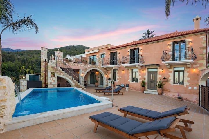 Villa Steve Kois,a dream retreat with  heated pool