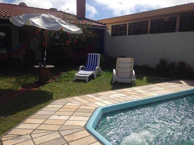Casa com piscina no Hermena/Praia do Hermenegildo